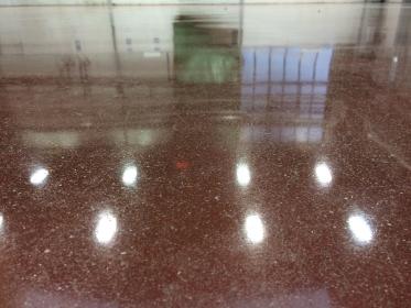Betonová podlaha po leštění a penetraci