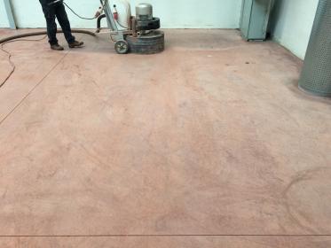 Betonová podlaha po prvním broušení