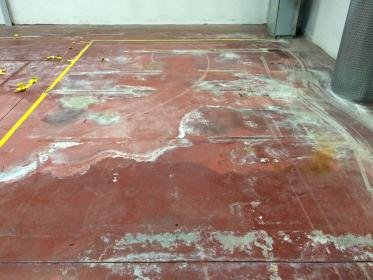 Stará betonová podlaha