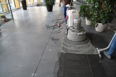 Stonecare - lehké broušení pro dosažení požadovaného lesku